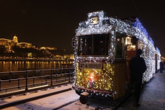 budapest-christmas-tram2_574_382.jpg